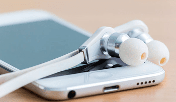 6 Reasons Why You Should Never Share Your Earbuds